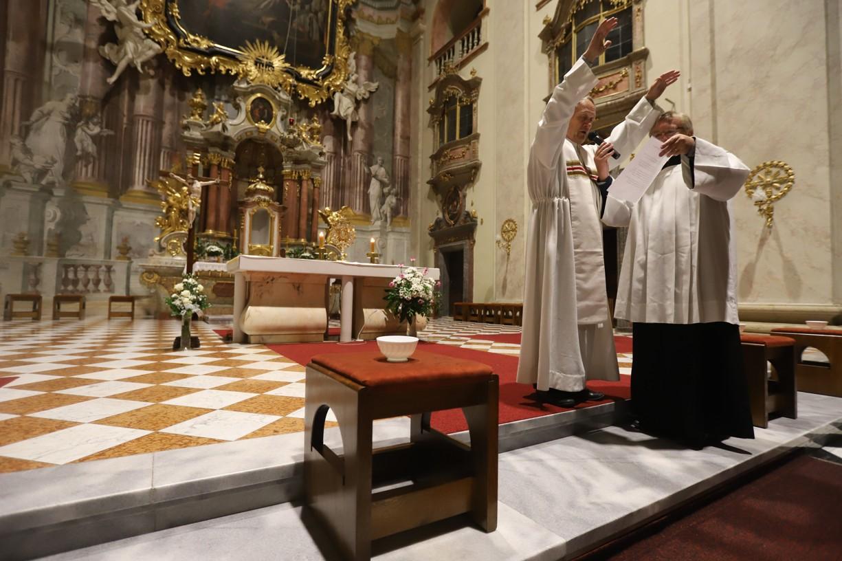 Poslední večer vyslal uherskohradišťský děkan P. Josef Říha modlitbou všechny přítomné do evangelizace.