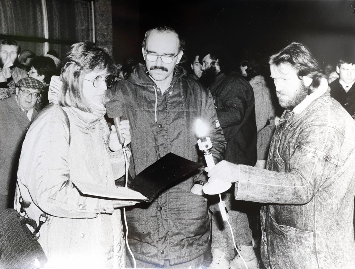 Iniciátoři manifestací ve Veselí nad Moravou byli manželé Hana (vlevo) a Lubomír Reichsfeldovi (vpravo). Uprostřed Je Jaroslav Pospíšil.