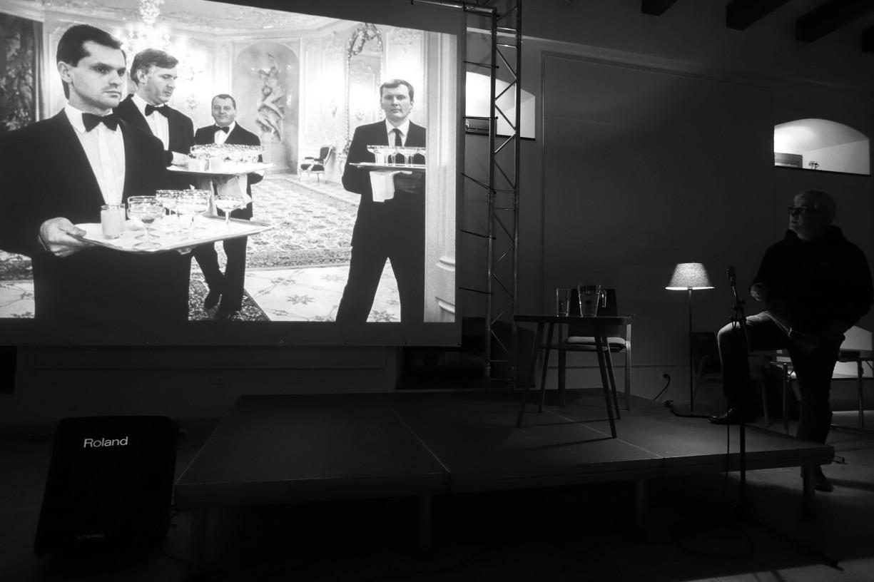 Komentovaná projekce černobílých fotografií za přítomnosti autora Tomkiho Němce..