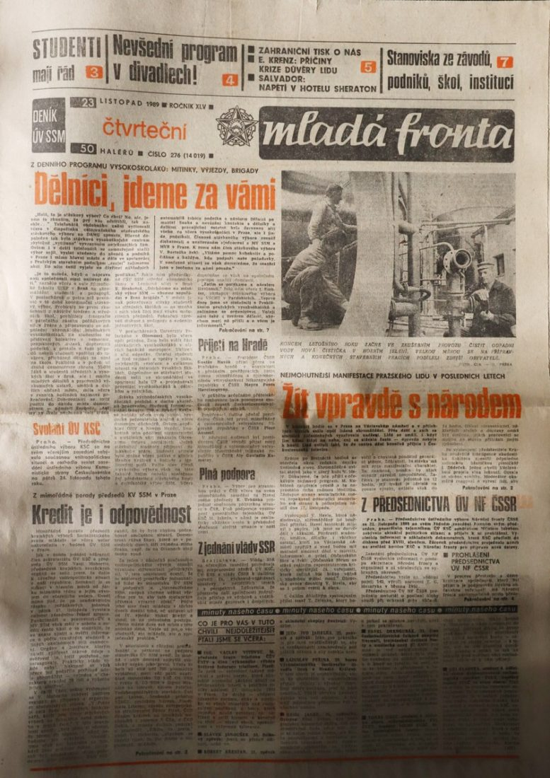 Zprávy o Sametové revoluci v deníku Mladá fronta v listopadu roku 1989