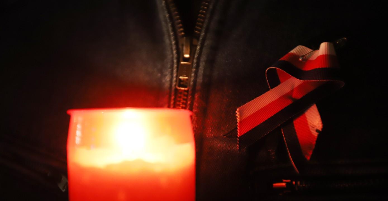 K vidění byla trikolora i svíčky stejně jako před třiceti lety.
