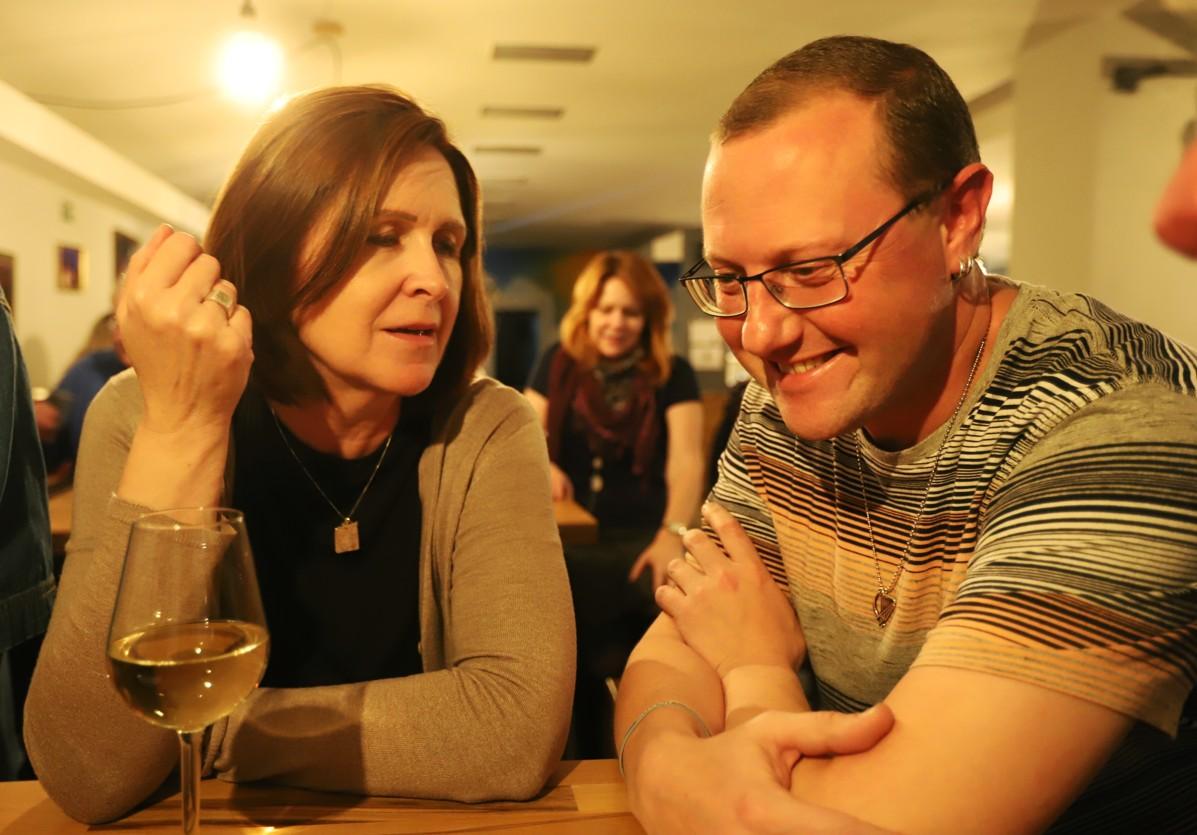 Hana Brigita Reichsfeld v rozhovoru s hráčem na keltskou harfu Seanem Barrym