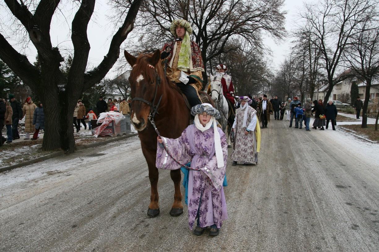 V průvodu nechyběli ani Tři králové na koních.