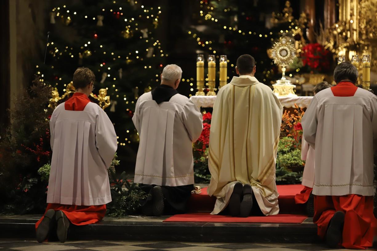 U minoritů následovala po mši svaté adorace, kdy věřící děkovali za minulý rok a vyprošovali dobro pro ten nadcházející.
