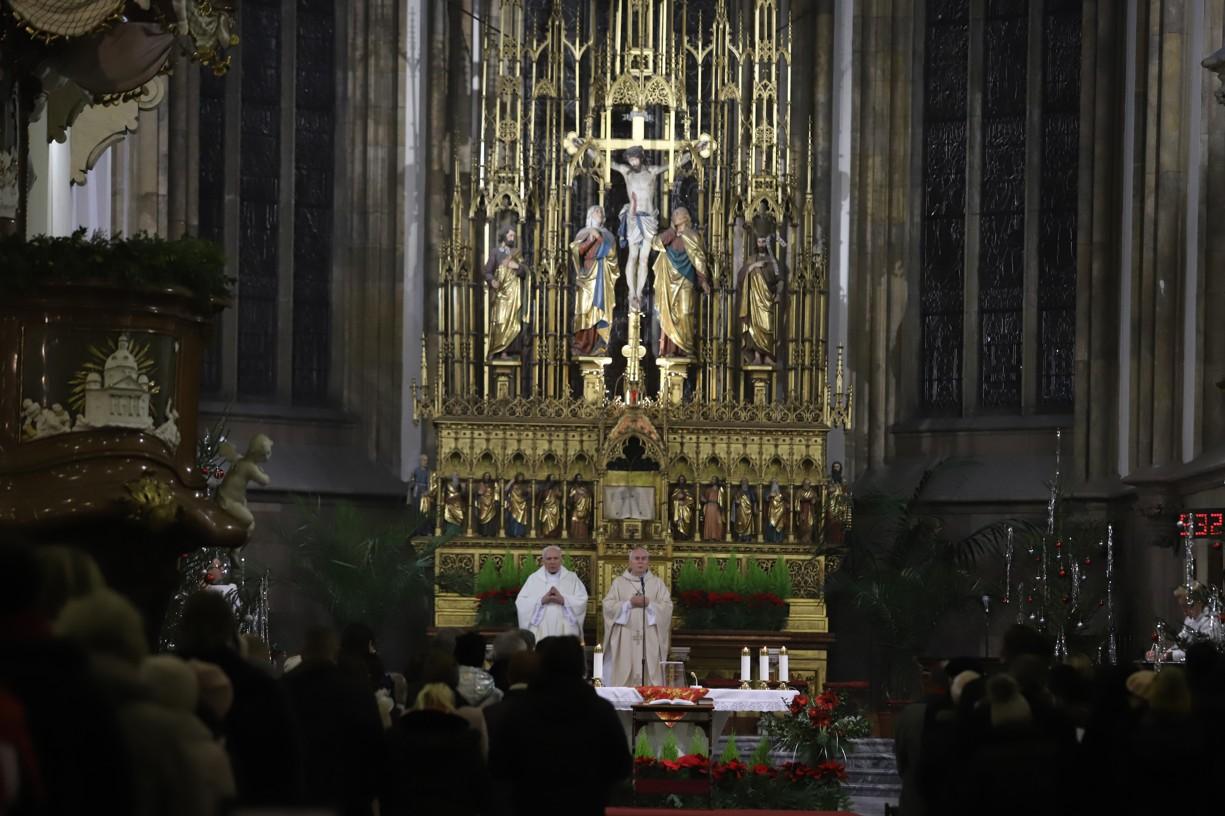 Brněnský biskup Vojtěch Cikrle také zakončil letošní rok slavením mše svaté a následnou adorací.