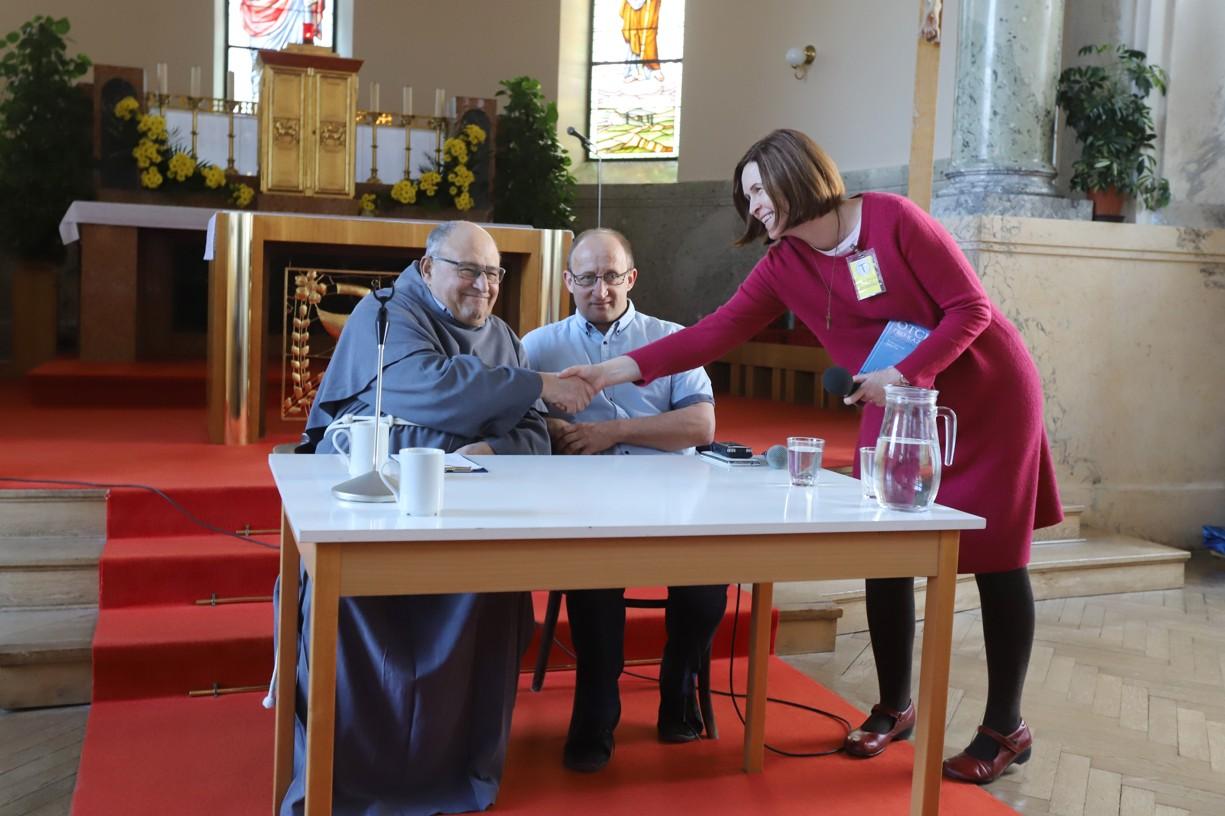 Exministryně Sekulárního františkánského řádu Hana Brigita Reichsfeld přivítala na Velehradě P. Eliase Vellu.