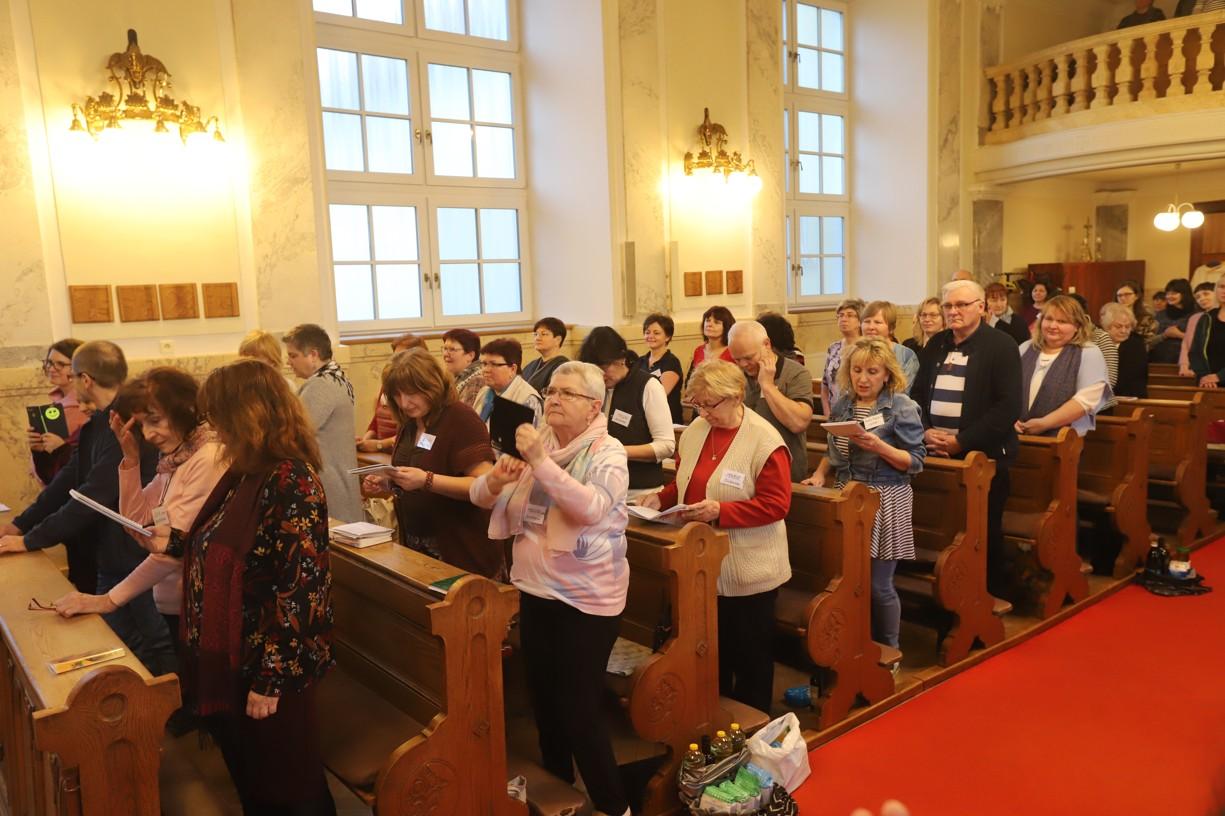 Semináře se zúčastnilo více než sto věřících.