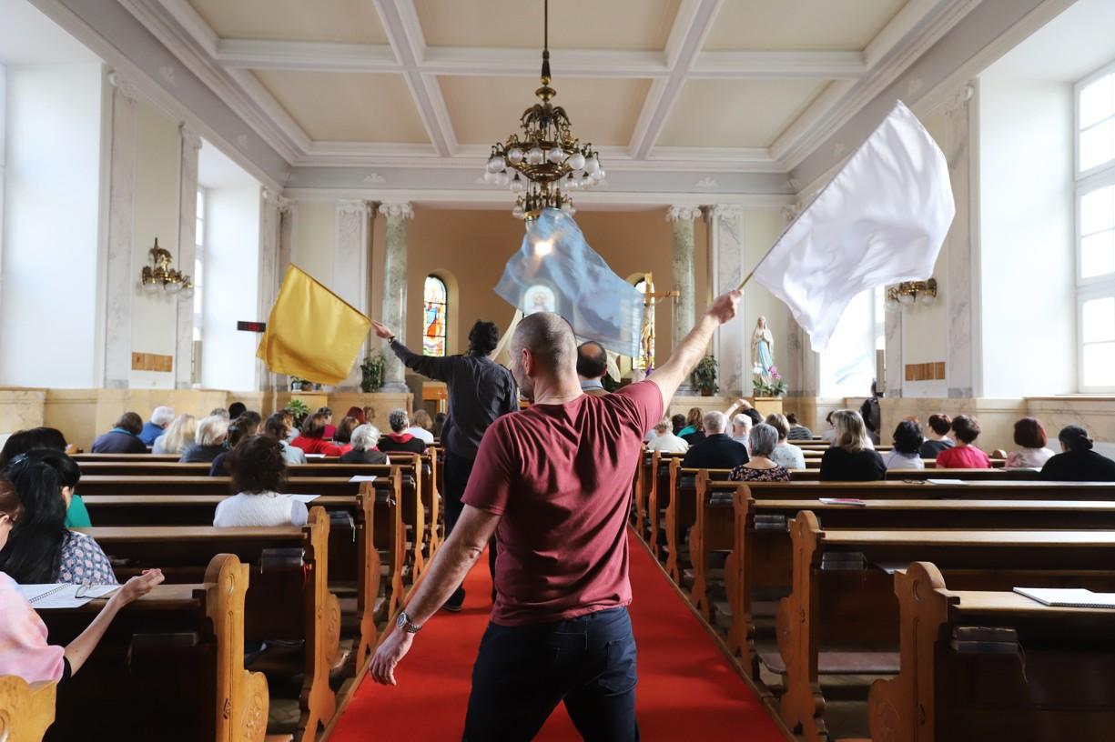 Modlitba chval s prapory