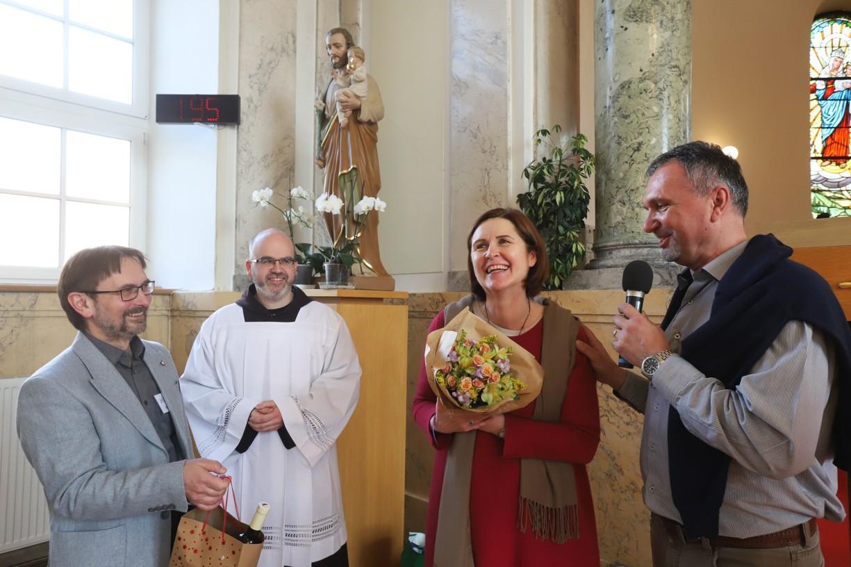 Poděkování exministryni Sekulárního františkánského řádu Haně Brigitě Reichsfeld, která je národní radou řádu pověřena k organizování duchovních obnov