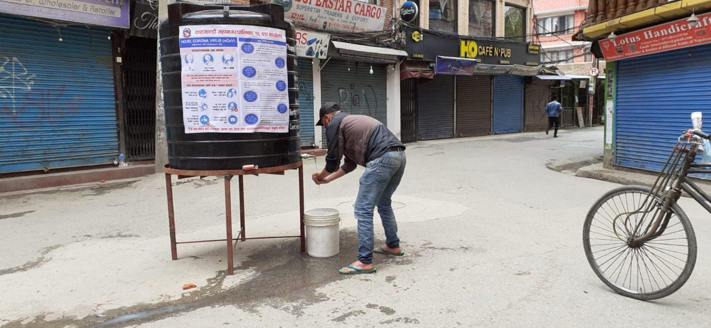 Život v ulicích Káthmándú. Foto: Iva Stafová