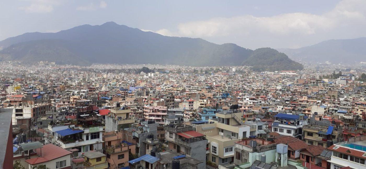 Z terasy hotelu se turistům nabízí krásný výhled na Káthmándú. Foto: Iva Stafová