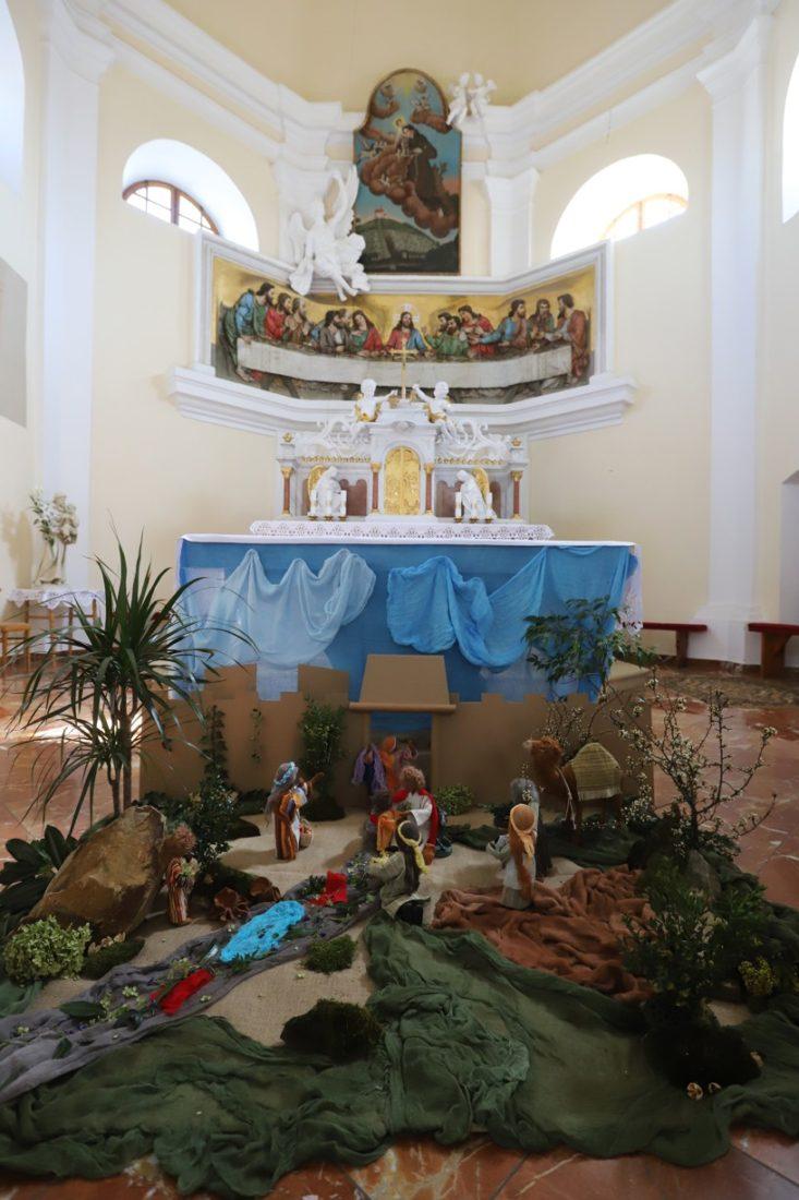 Výzdoba kaple na Antonínku připomíná, proč se slaví Květná neděle.