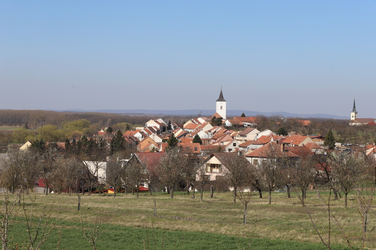 Mé dnešní putování začalo v Nosislavi, kam jsem nejdříve zamířila na jablka.