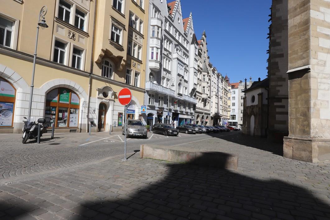 Jakubské náměstí okolo třetí hodiny odpoledne ve středu 8. dubna.