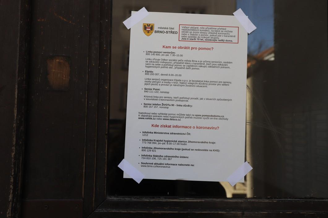 Informace, jak se mají chovat občané obytných domů.