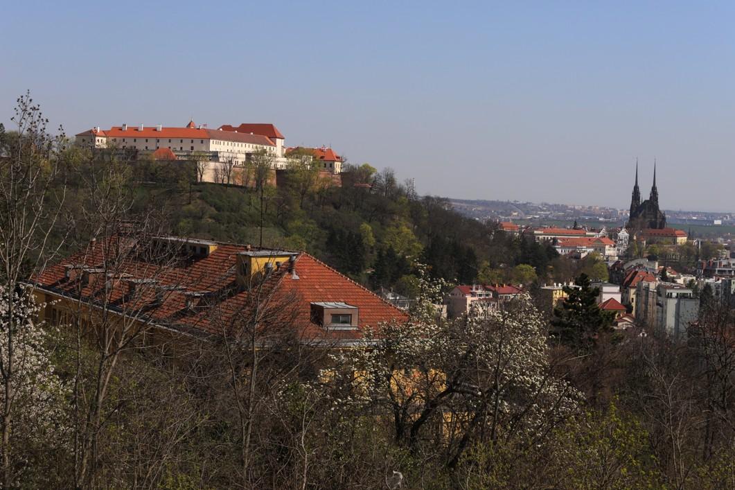 Pokud se ale člověk podíval na Brno z nadhledu, tak by nezasvěcený vůbec nepoznal, že je ve městě ochrnutý život.