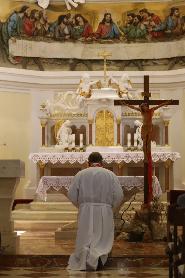 P. Zdeněk Stodůlka se i dnes ve tři hodiny na Antonínku modlil za zastavení pandemie koronaviru kající modlitbu arcibiskupa Graubnera.