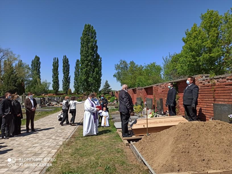 Tělo zemřelé bylo uloženo do hrobu v hodonínském hřbitově. Foto: Lenka Fojtíková