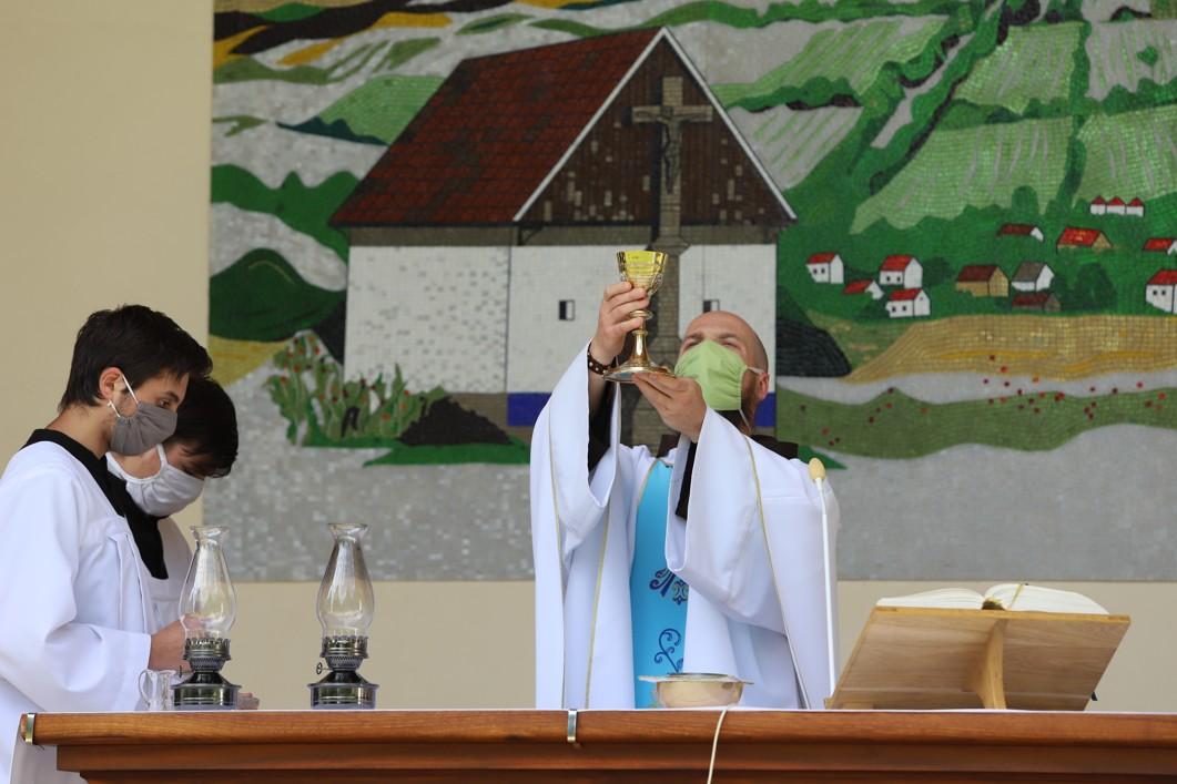 Mši svatou sloužil P. Felix Mária Žiška OFM.