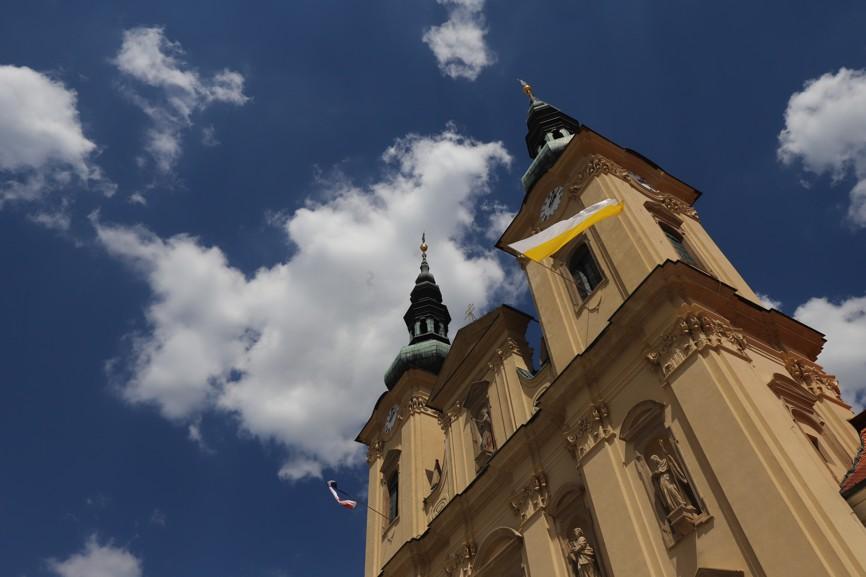 Pohled na velehradskou baziliku v sobotním odpoledni.