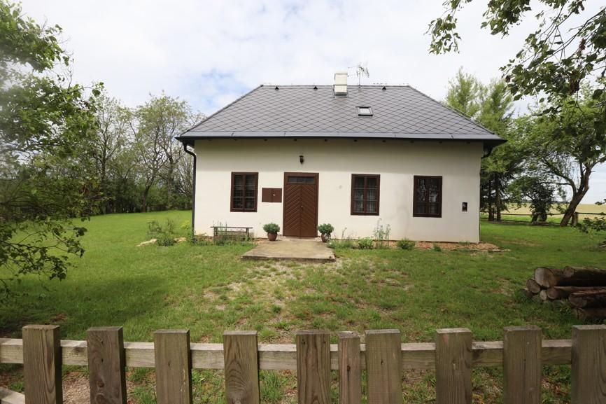Tento opravený domeček u kostela Božího Těla bývala dříve poustevna.