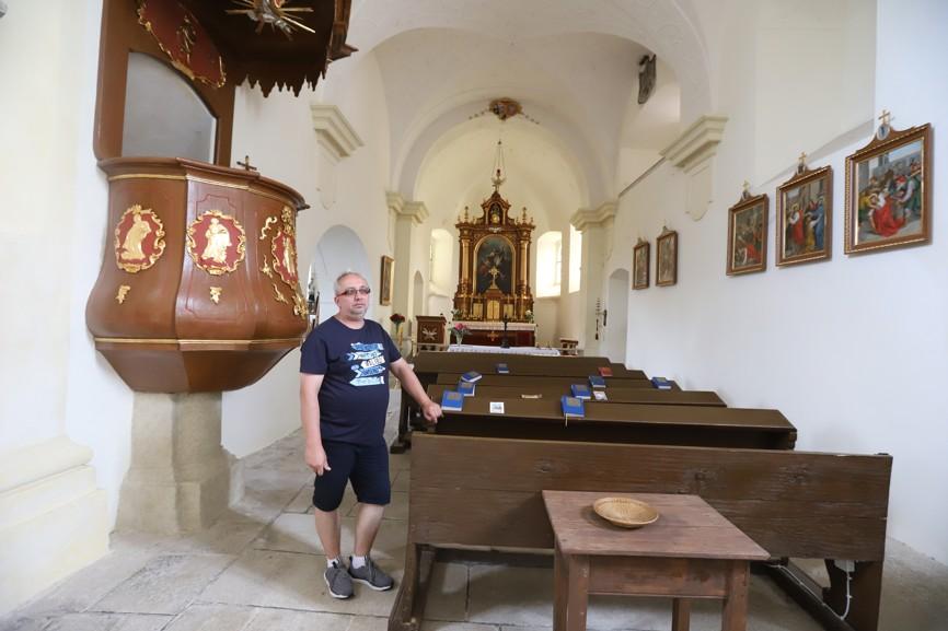 Interiér kostela svatého Oldřicha v Nových Sadech.