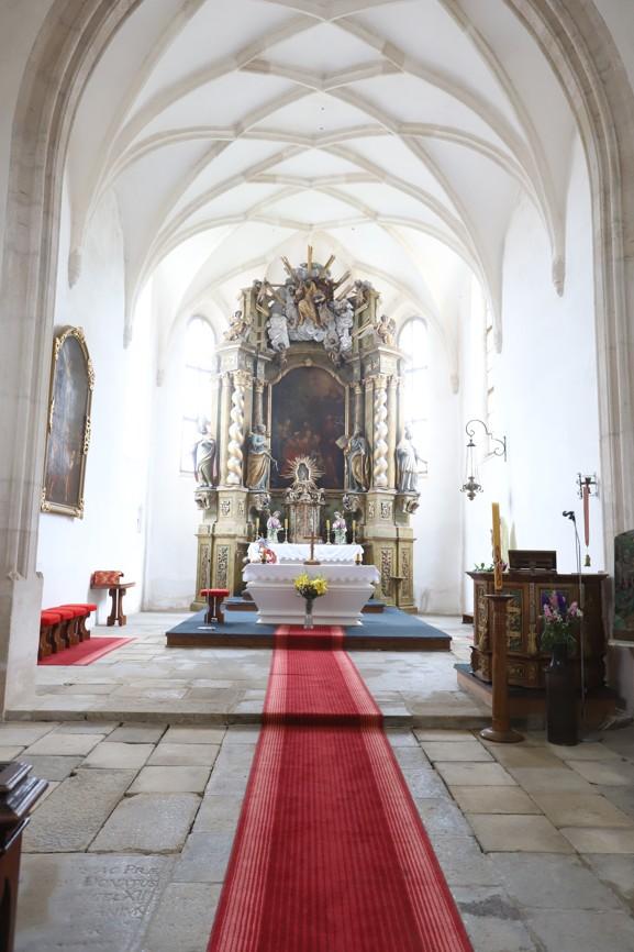 Interier kostela Kostel Narození Jana Křtitele v Dešné.