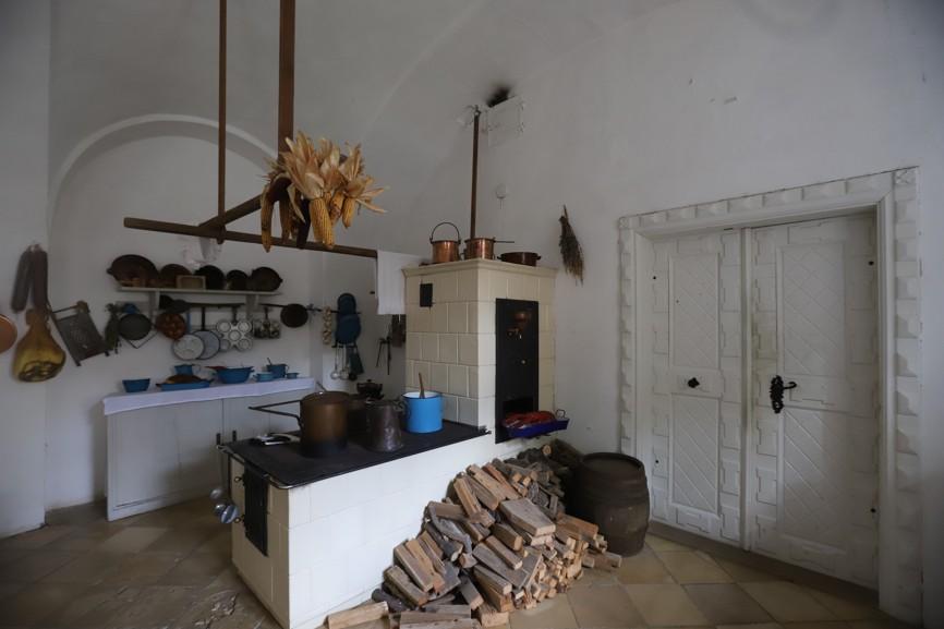 V prohlídce návštěvníci projdou i hradní kuchyní.