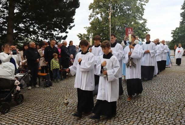 Začátek hlavní poutní mše svaté s kardinálem Dominikem Dukou.