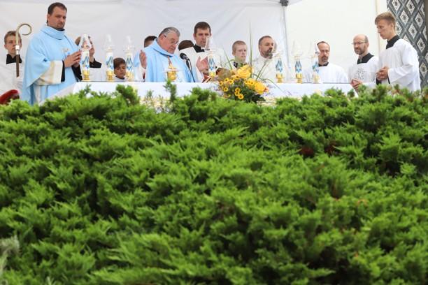 Mše svatá s kardinálem Dominikem Dukou.