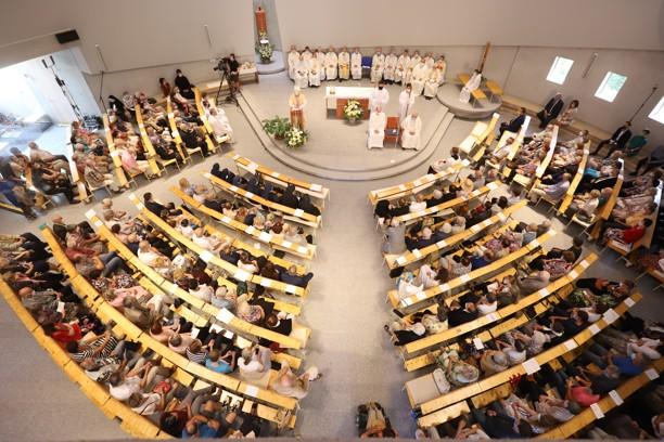 Mše svatá s žehnáním kostela blahoslavené Marie Restituty v Brně Lesné.