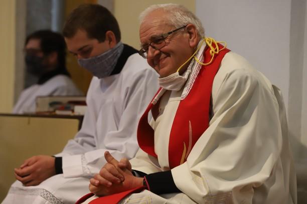 P. Jan Peňáz měl důvod k úsměvu, protože se dobré dílo podařilo.