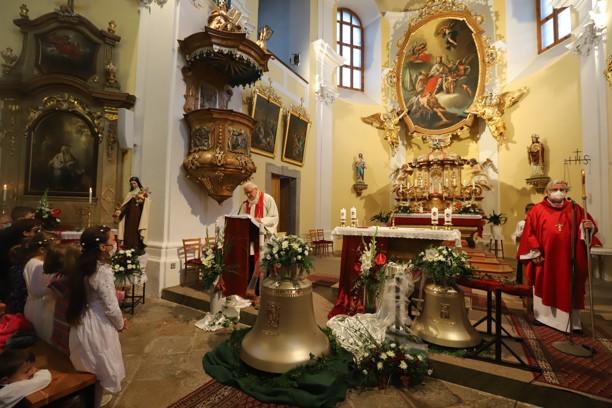 Mše svatá při žehnání zvonů v Novém Veselí.