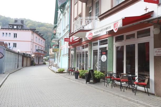 V centru Hřenska nyní moc turistů není.
