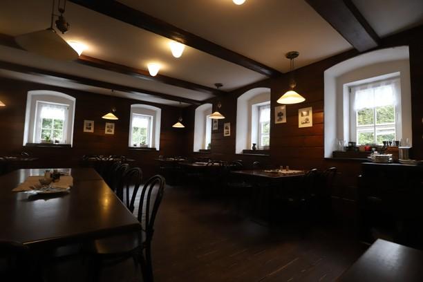 Také restaurace U Fořta v Mezní Louce zela za mé návštěvy prázdnotou, ale bylo to tam moc pěkné!