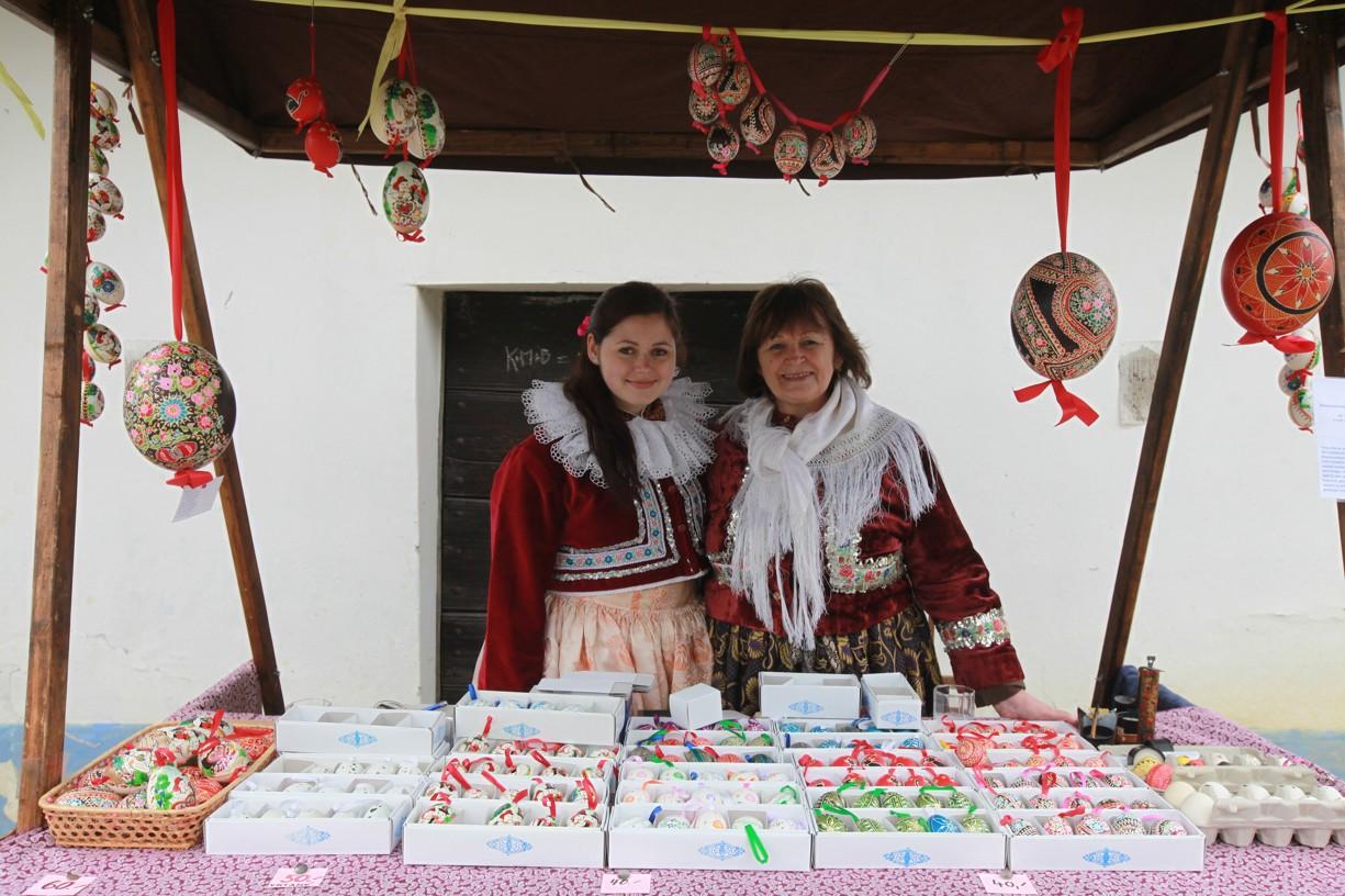 Marie Čiháková s nučkou Šárkou při Putování po blatnických búdách