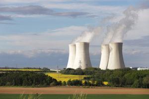 Při cestě zpět jsem neodolala a zastavila auto, abych nafotila věže atomové elektrárny v Dukovanech
