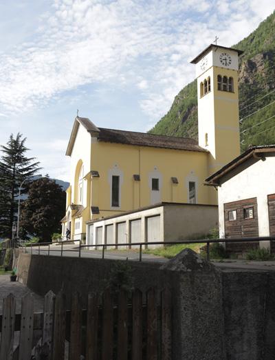 Kostel hned u nádraží železniční stanice vesničky Campocologno, odkud jsme vyjížděli panoramatickým vlakem do St. Moritze
