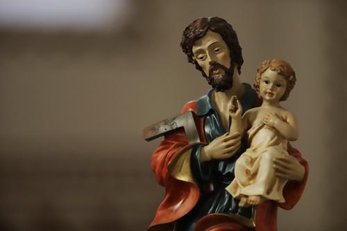 Svatý Josef s malým Ježíškem v kostelíku hned u nádraží železniční stanice vesničky Campocologno, odkud náš zájezd vyjížděl do St. Moritze