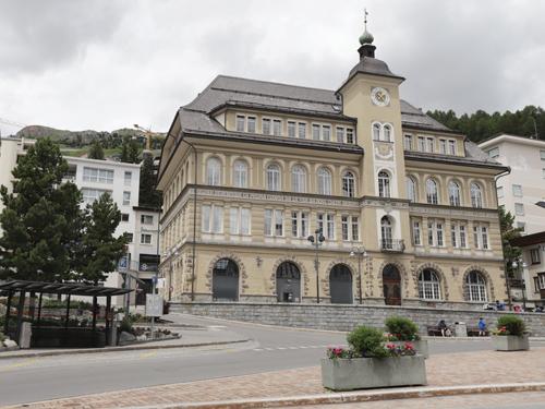 Centrum starého města St. Moritz zela v sobotní odpoledni práznotou. Zřejmě i zde úřaduje covidová omezení turismu