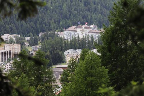 Grand hotel Kempinski v St. Moritz z ptačí perspektivy