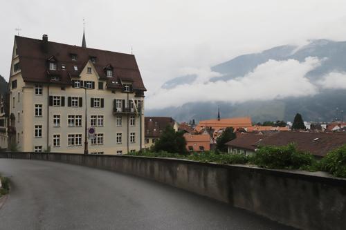 Ulice švýcarského města Chur byla v podvečeru prázdná