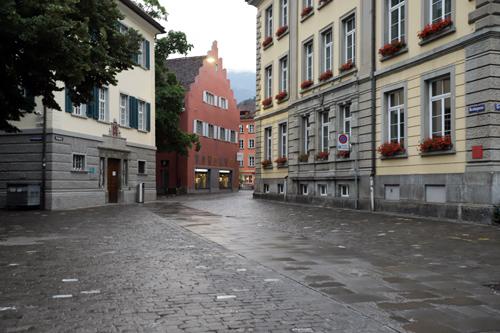 Ulice města Chur byla v podvečeru prázdná