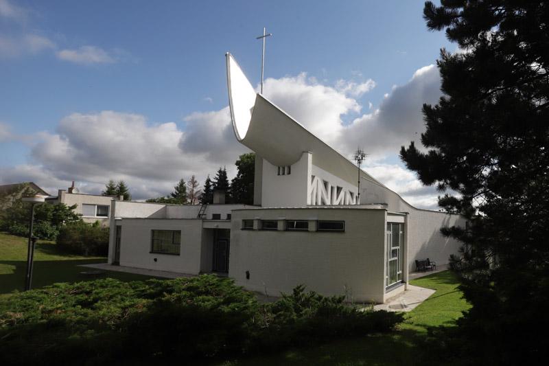 Zadní pohled na kostel sv. Josefa v Senetářově