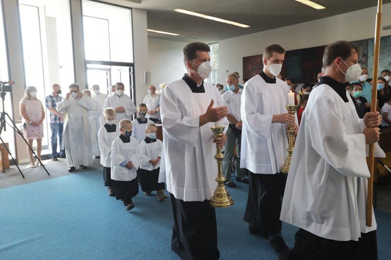 Liturgický průvod a začátek mše svaté