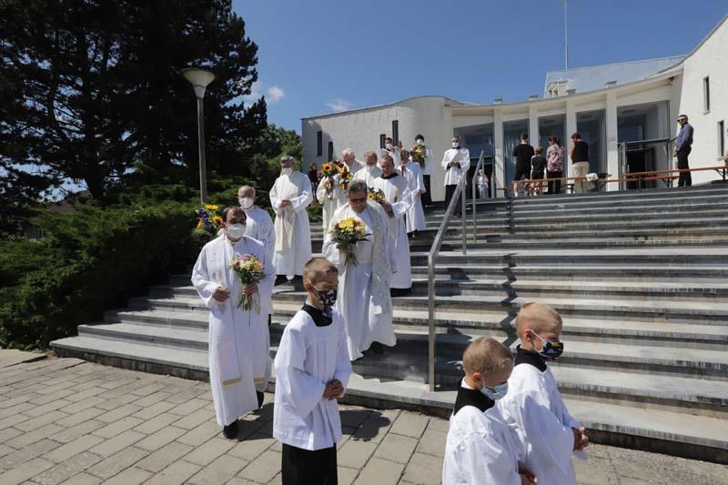 Závěr mše svaté - odchod liturgického průvodu