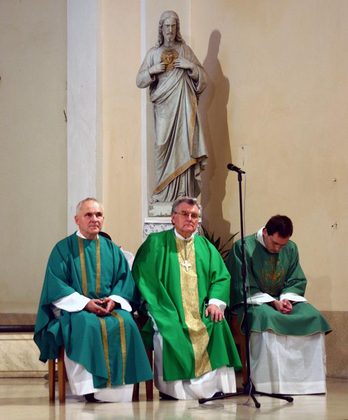 Biskup Esterka s P. Líznou 27. 10. 2006 při mši sv. v kostele sv. Vavřince v Hodoníně.
