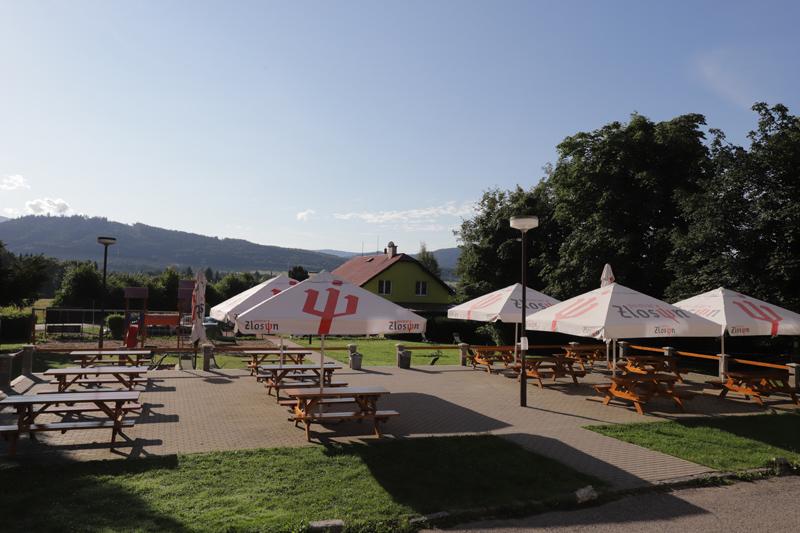 Takovýto pohled o krajiny nabízí terasa penzion Brněnka