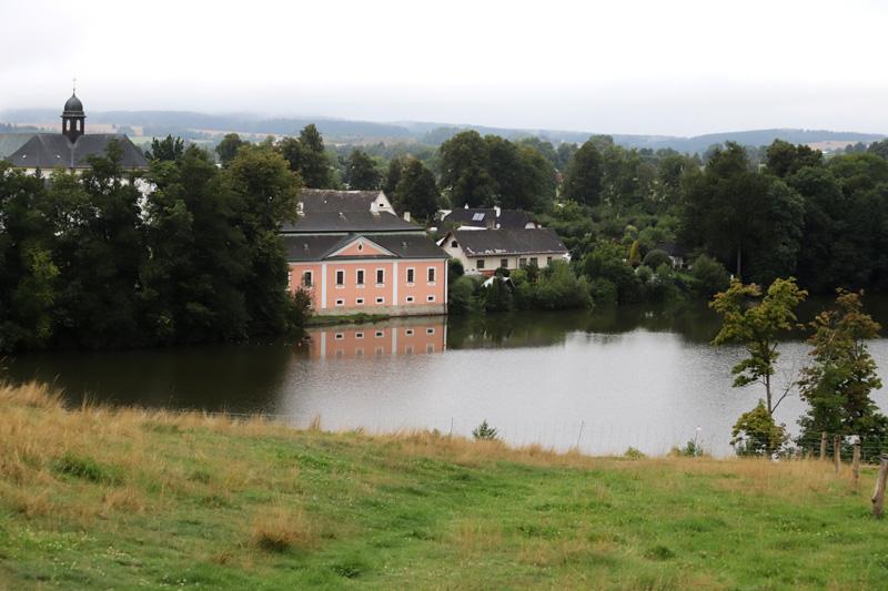 Zámecký areál s Konventním rybníkem