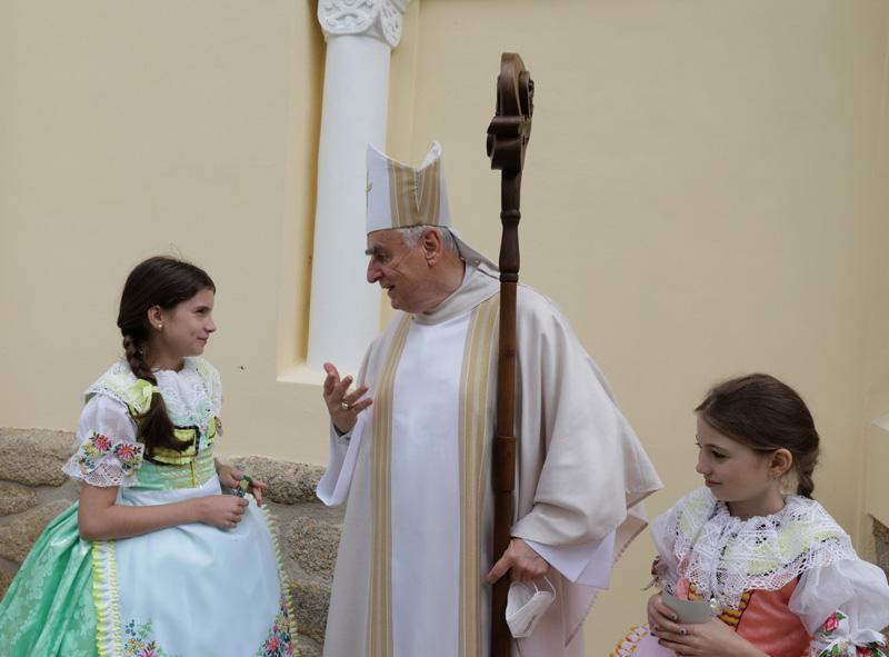 Pan biskup si povykládal i s nejmenšími